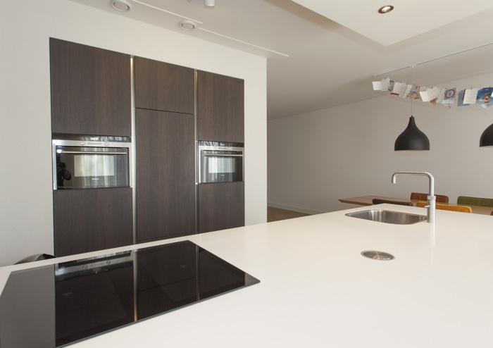 Kastenwand Keuken Inbouwen : Thijs van de Wouw Keukens – Hoogglans en Notenhout