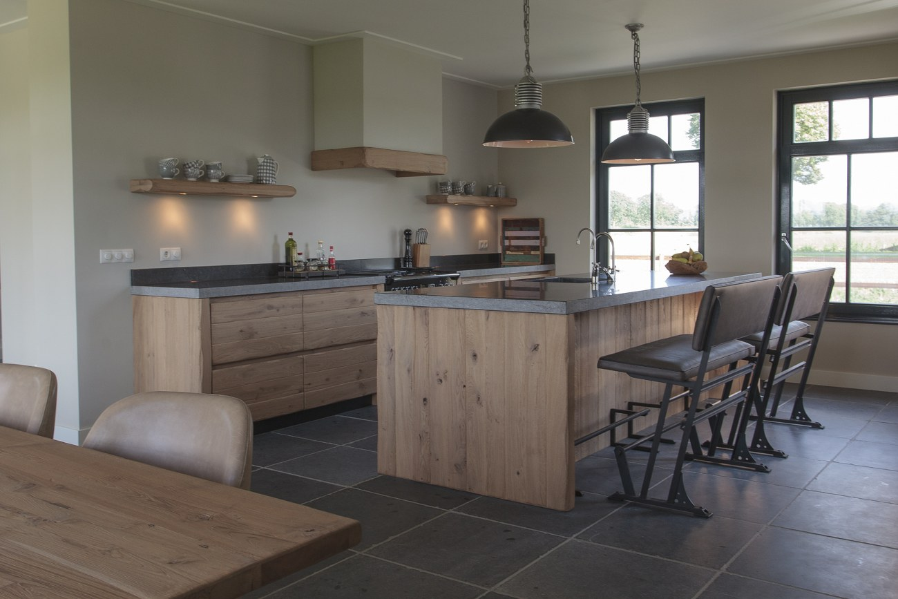 Houten Keuken Industrieel : Thijs van de Wouw Keukens Houten keuken in stijl