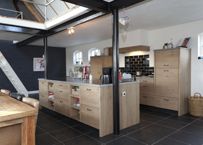 Eiken Keuken Planken : Thijs van de Wouw Keukens Landelijk Zwart met Eiken