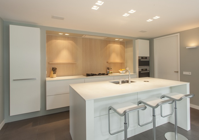 Keuken Modern Hout : Thijs van de Wouw Keukens – Modern hout in U-vorm