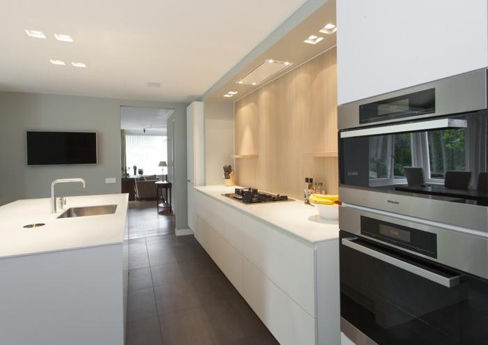 Thijs van de wouw keukens   modern hout in u vorm