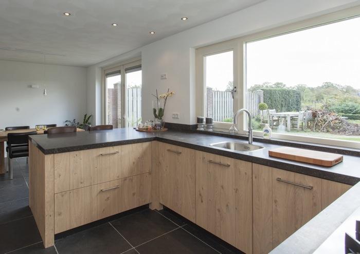 Thijs van de wouw keukens robuust en modern - Keuken glas werkplaats ...