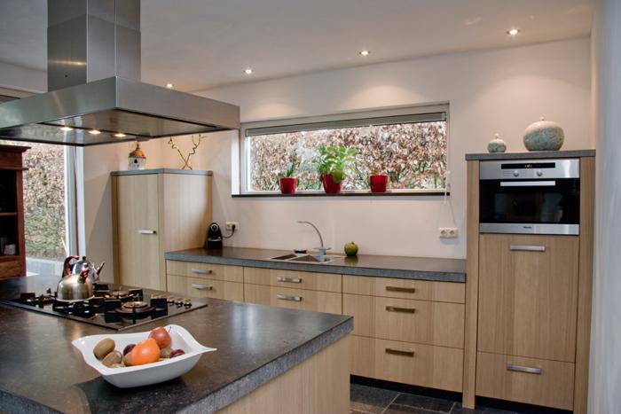 Keuken Modern Hout : Een eigentijdse massief eiken houten keuken
