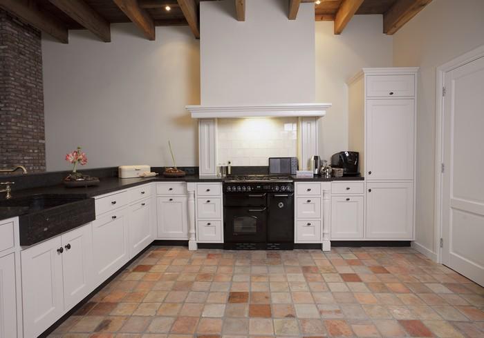 Keuken Met Schouw : Keuken met bijpassende schouw en rustieke oven