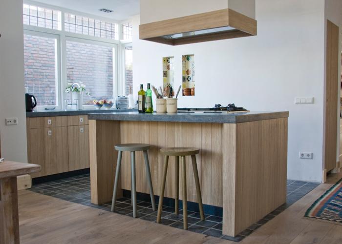 keuken houten enorme  : Het bijzondere hout doet aan het Zuiden denken