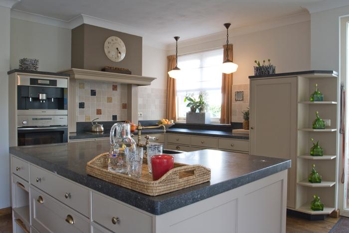 Thijs van de wouw keukens royaal huiselijk - In het midden eiland keuken ...