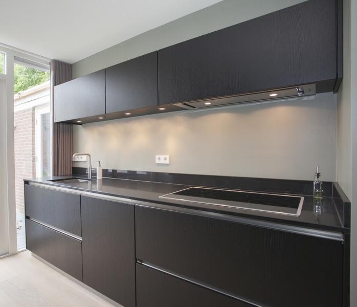 Keuken Zwart Mat : Stoere zwarte massief eiken keuken