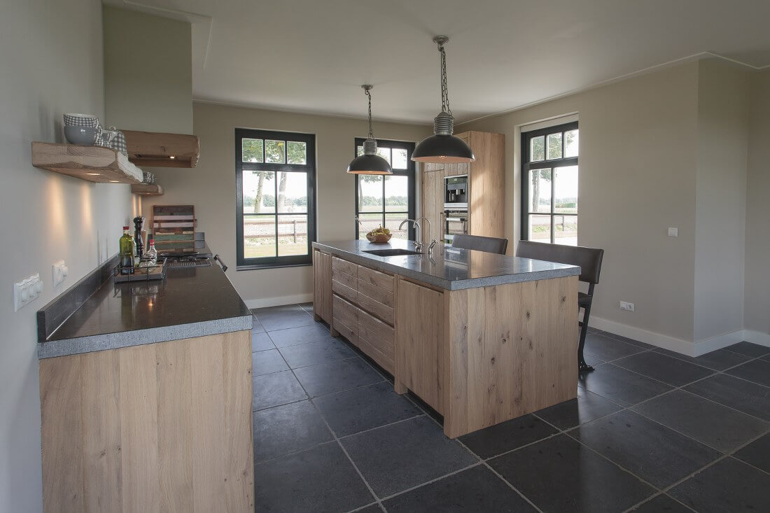 Thijs van de wouw keukens houten keuken in stijl - In het midden eiland keuken ...