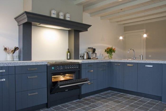 Thijs van de wouw keukens   klassiek blauw
