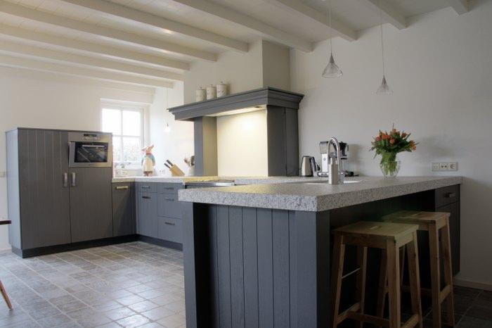 Thijs van de wouw keukens klassiek blauw - Foto grijze keuken en hout ...