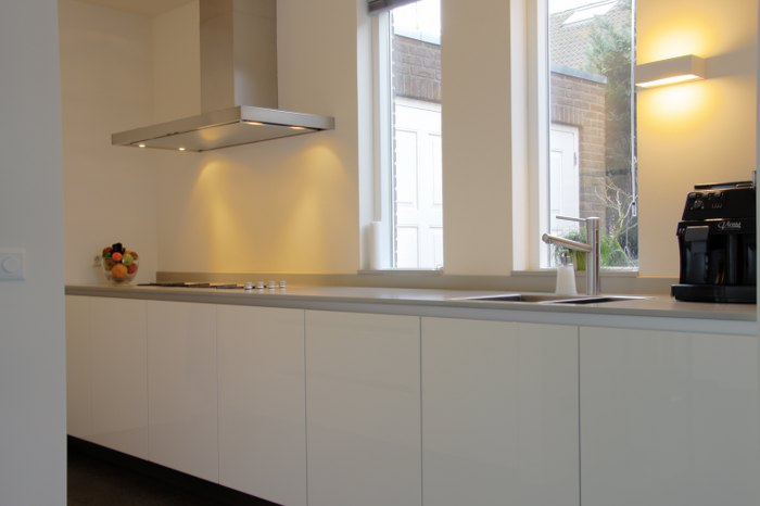 Strakke Witte Keuken : Moderne keuken strakke keuken witte keuken blad is betonlook dun