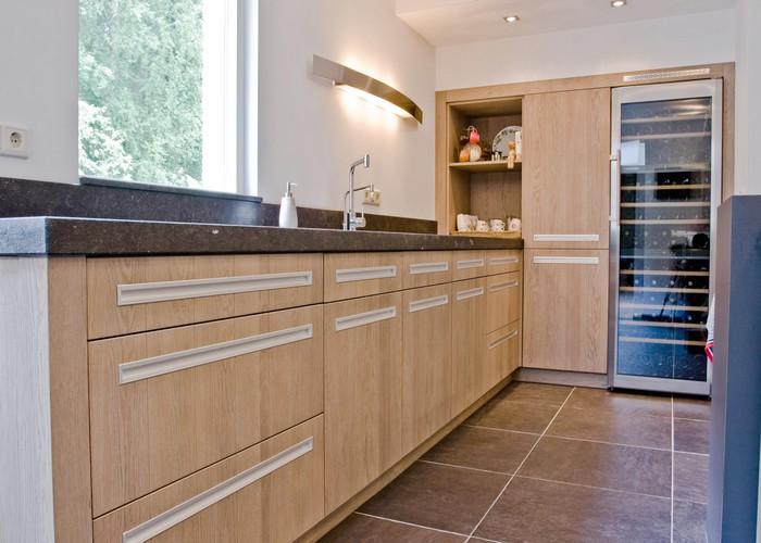 Thijs van de wouw keukens mooi hout en steen - Keuken steen en hout ...