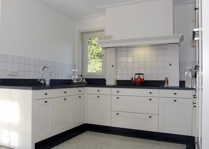 Witte keukenkastjes mooie witte keuken met betonnen werkblad van site vt wonen foto - Meubilair outdoor houten keuken ...