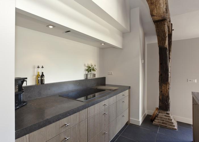 Keuken Strak Design : De afzuigunit is zo strak mogelijk weggewerkt