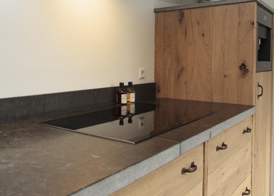 Thijs van de wouw keukens eiken met knoesten - Modern keukenmodel ...