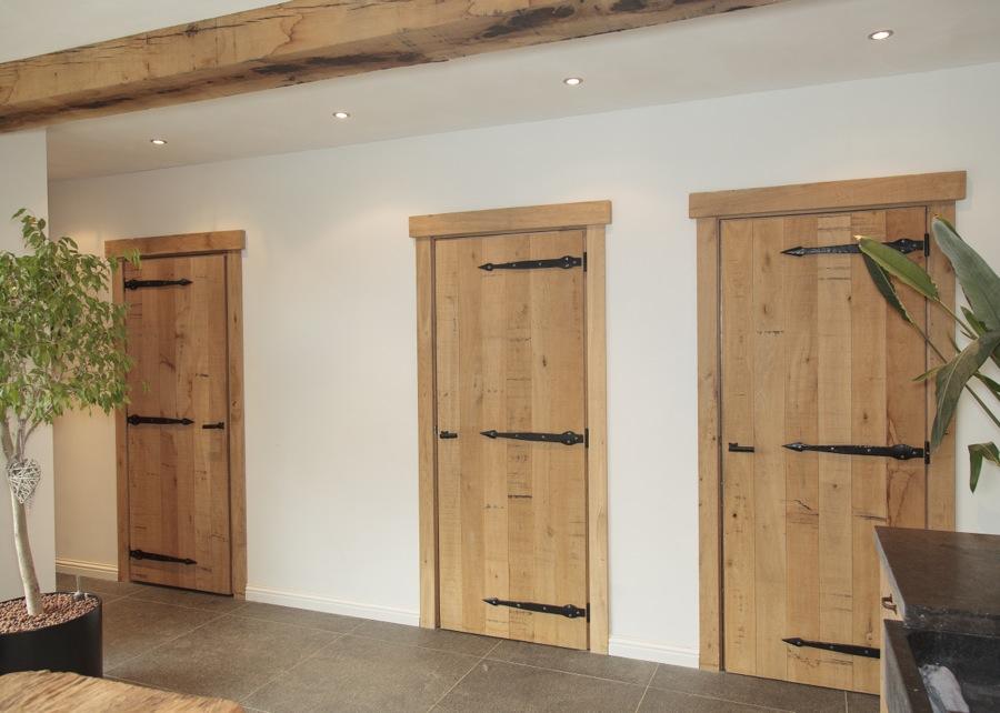 Thijs van de wouw keukens eiken staldeuren - Binnen houten huis ...