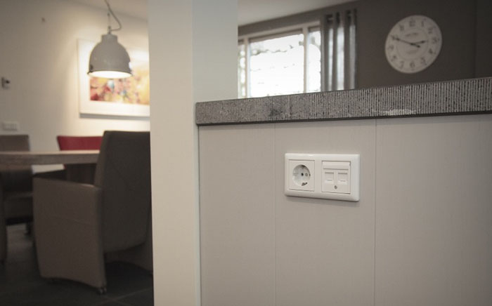 Stopcontact Keuken Eiland : internet aansluiting en nog een extra stopcontact in het keukeneiland