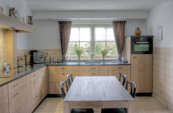 Moderne Warme Keuken : voorzien met de modernste apparatuur en ...