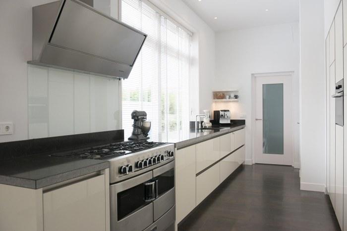 Thijs van de wouw keukens   modern vanille